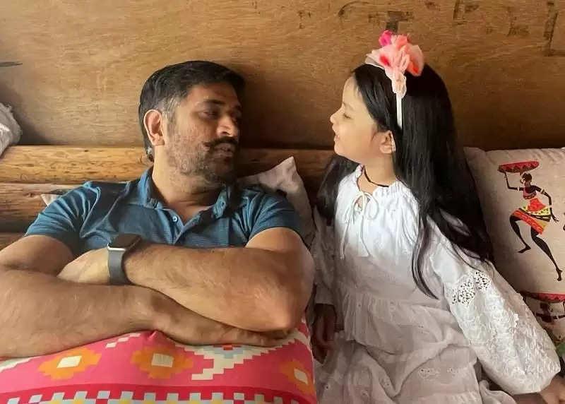 देखें: एमएस धोनी ने शिमला में बेटी जीवा के साथ छुट्टियां मनाते हुए तस्वीर खिंचवाई